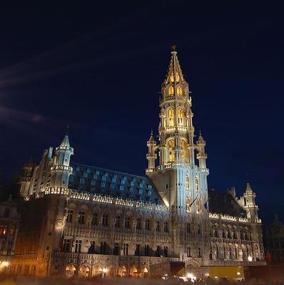 H tel de ville de bruxelles monument belgique for Hotel piscine bruxelles